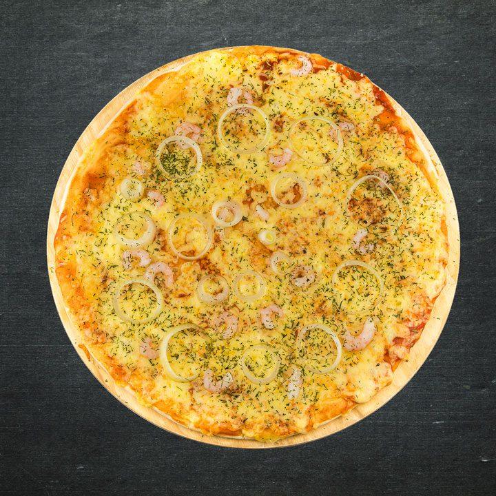Garneles, Krievijas siers, sīpoli, tomātu mērces maisījums, oregano, zaļumi.