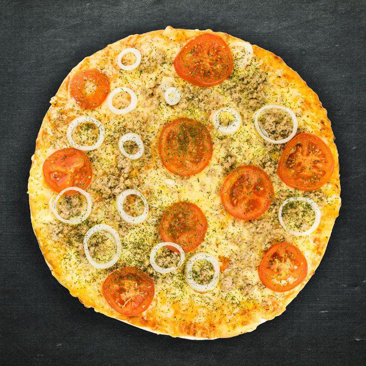 Malta cūkgaļa, Krievijas siers, sīpoli, tomāti, majonēze, tomātu mērces maisījums, pikantā garšviela, oregano, zaļumi.