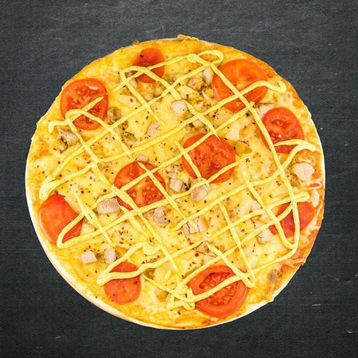 Vistas fileja, Krievijas siers, paprika, tomāti, konservēti ananāsi, tomātu mērces maisījums, karija mērce, oregano, zaļumi.